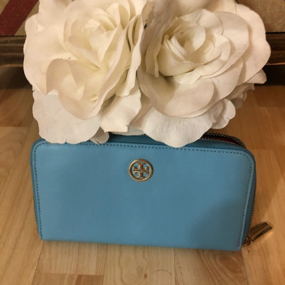 Tory Burch Handbags - Tori Burch turquoise wallet with zip all around